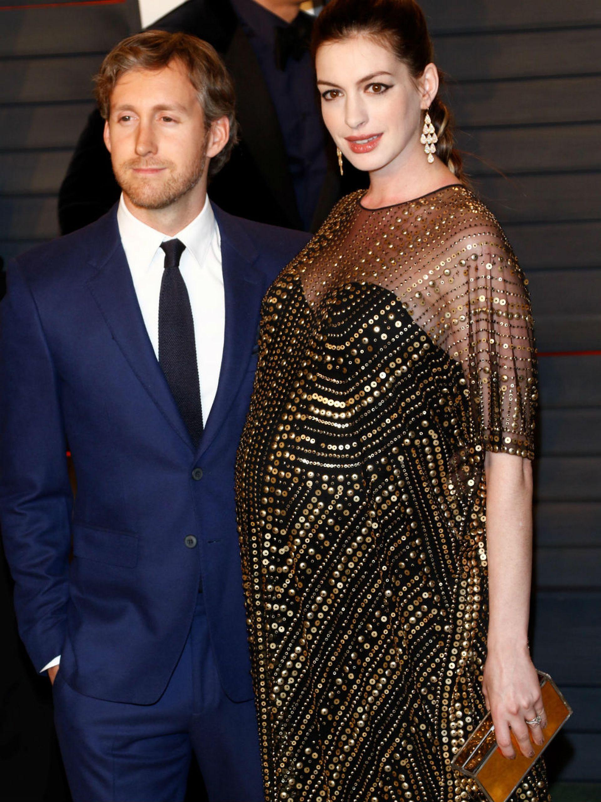 Anne Hathaway y su marido, cuando estaban a la espera de la llegada de su primer hijo