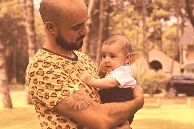 Las dulces fotos de Abel Pintos con su hijo Agustín