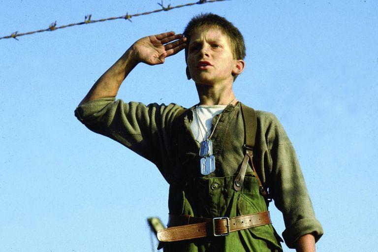 El imperio del sol demostró el enorme talento de un Christian Bale de apenas doce años, en esta adaptación de la novela semiautobiográfica de J. G. Ballard
