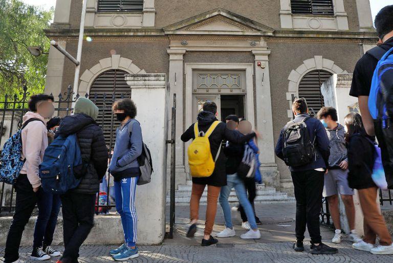 Los alumnos del secundario volverán a un régimen de presencialidad completa a partir del lunes 5 de julio