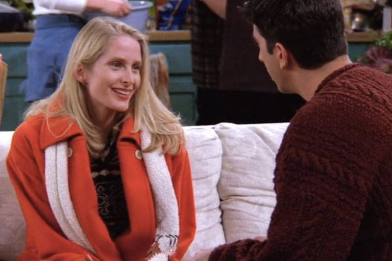 Jane Sibbett como Carol, la esposa lesbiana de Ross