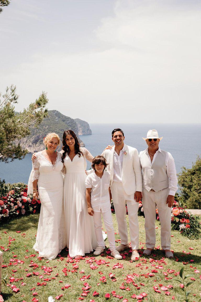 Gio y Giulia junto a la hermana del Cholo, Natalia Simeone (que también es su representante), su marido Carlos Dibos y su hijo Francisco