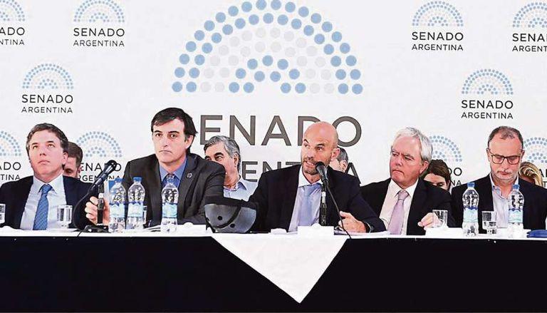 El ministro de Transporte, Guillermo Dietrich, expuso ayer ante senadores; también asistió Nicolás Dujovne (Hacienda)