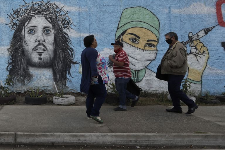 Campaña de vacunación en la favela Complexo da Maré de Río de Janeiro