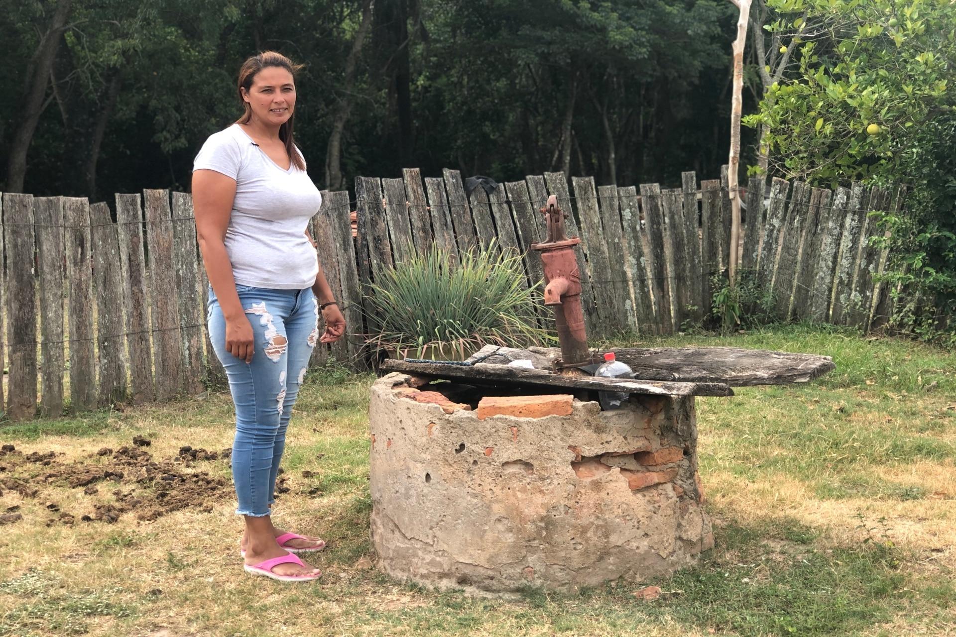 Luisa vive en la zona rural de Puerto Bermejo, a 150 km de Resistencia, Chacho. Allí habitan cerca de 50 familias y ninguna de ellas tiene acceso al agua y la que les llega de red está sucia.