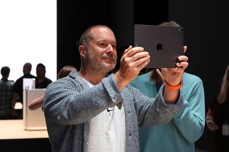 Cambios en Apple. Por qué el diseñador del iPhone se fue de la empresa