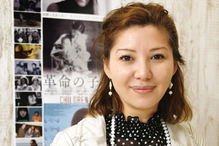 Hija de la fundadora del Ejército Rojo japonés y de un líder palestino, la periodista Mei Shigenobu cuenta su infancia clandestina
