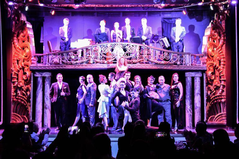 Rimbombante show en el Palacio Tango
