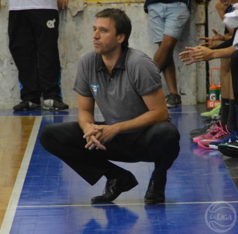 Iván Najnudel en su debut como DT de Echagüe