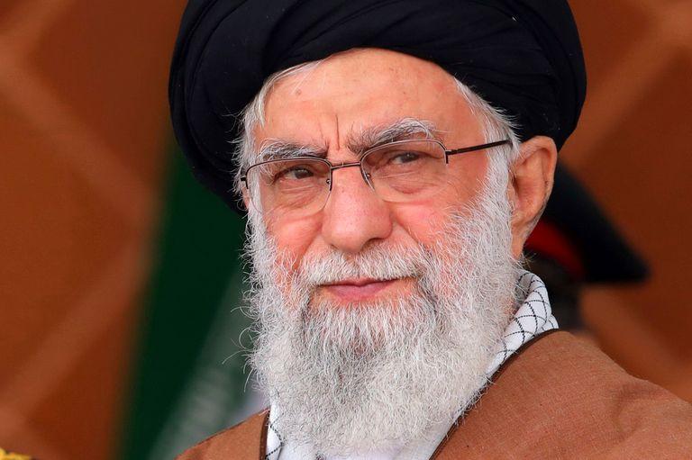 """El asesor militar de Ali Khamenei dijo que EE.UU. """"debería aceptar las reacciones apropiadas a sus acciones"""""""