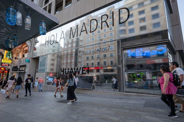 La firma china Huawei abrió en Madrid la tienda propia más grande de Europa