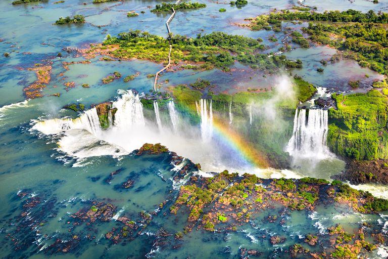 Brasil. Bolsonaro autorizó inversiones privadas en Iguazú y otros dos parques