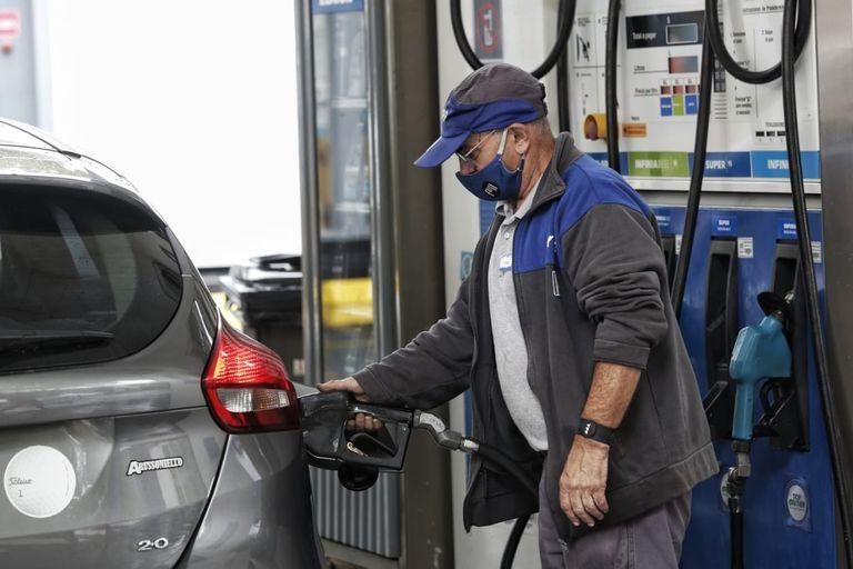 El precio de las naftas está vinculada directamente con la cotización internacional del barril de petróleo y del tipo de cambio