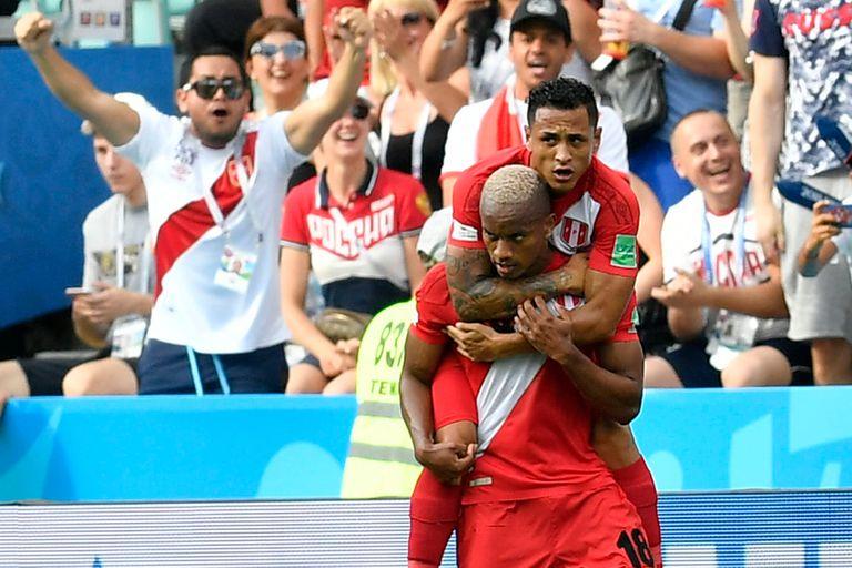 Andre Carrillo festeja su gol