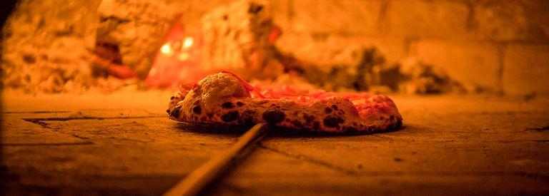 Ni media masa, ni mozzarella que chorrea: la pizza porteña se reinventa