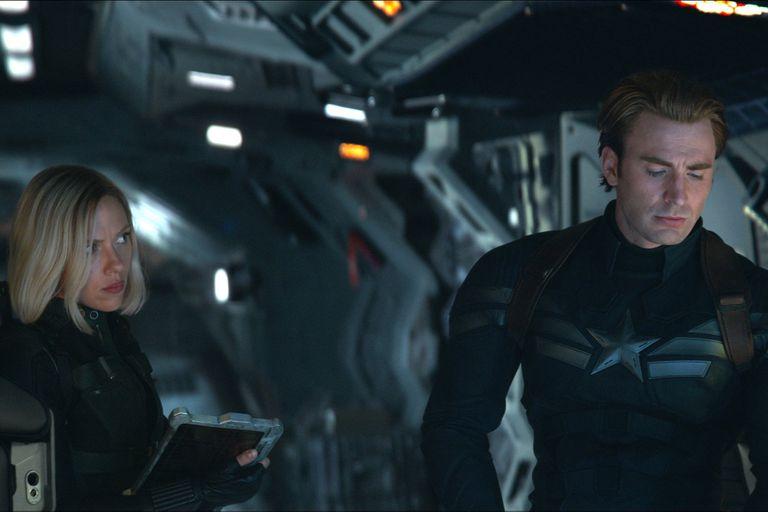 Viuda Negra (Scarlett Johansson) y Capitán América (Chris Evans), en una escena de Avengers: Endgame