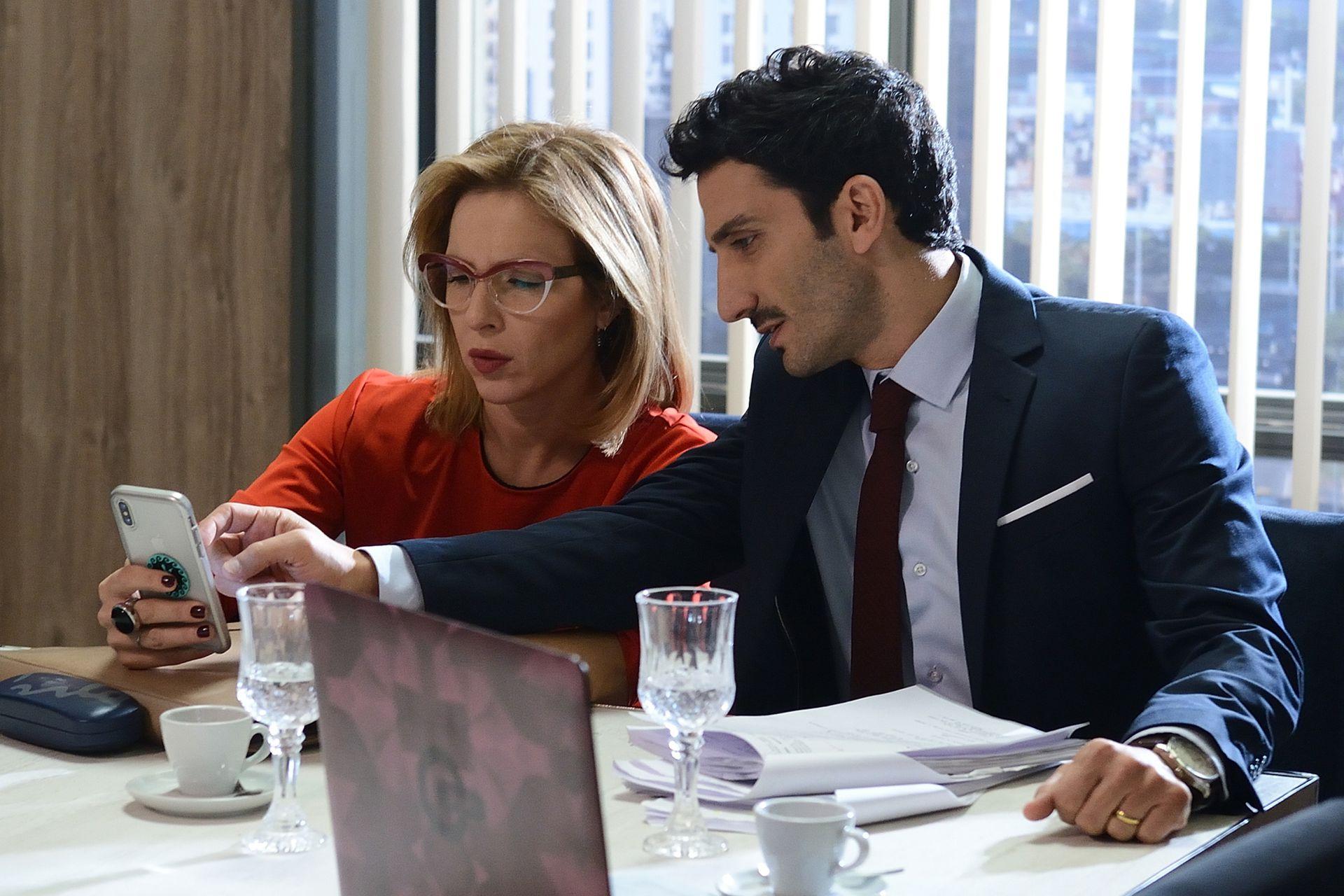 La pareja que conformaron Carla Peterson y Juan Minujín gustó tanto que volverán a la pantalla chica para reinterpretar los personajes que hicieron en 100 días para enamorarse