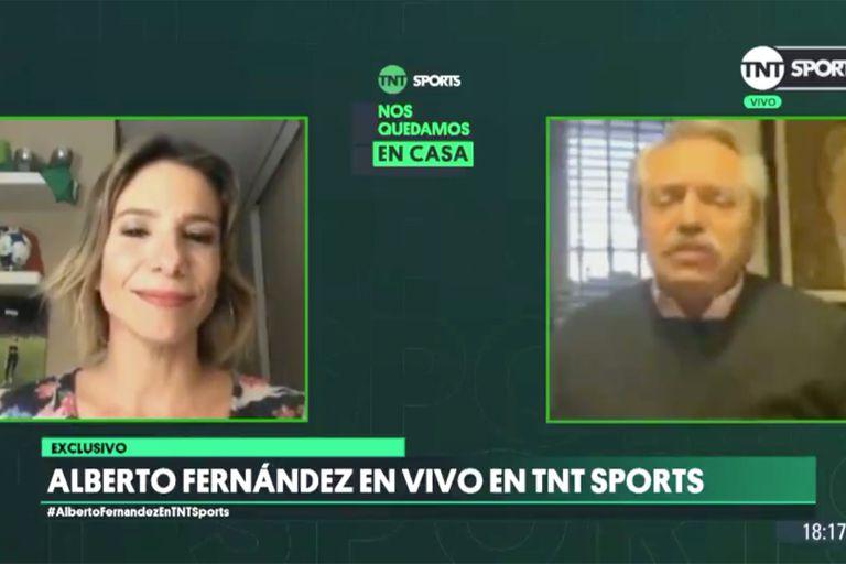 El presidente Fernández, durante la charla con Ángela Lerena, de TNT Sports, por Instagram Live.