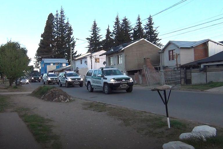 En medio de los cruces, llegaron 190 efectivos federales a Bariloche y El Bolsón