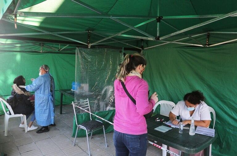 El intendente de Ensenada, Mario Secco, activó el operativo DetectAr los siete días de la semana; se realizaron 745 hisopados, entre el sábado 27 de marzo y el viernes 2 de abril, de los cuales 350 dieron positivos