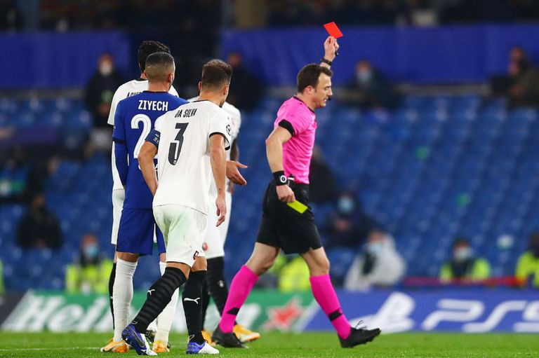 La UEFA solicitó que el árbitro pueda volver a tener la posibilidad de interpretar la intencionalidad en las manos