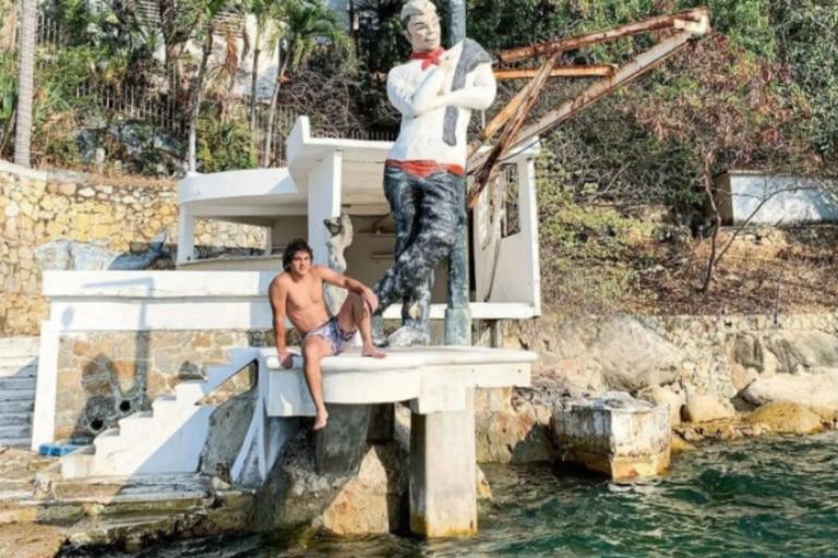 La propiedad tiene una vista privilegiada y suele ser frecuentada por los turistas que se acercan al lugar para sacarse fotografías con la estatua