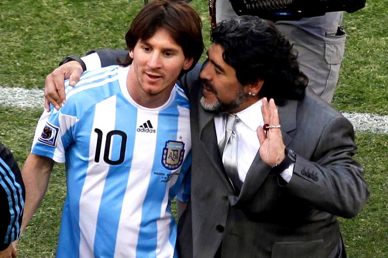 Lionel Messi y Diego Maradona, juntos en la Selección en el Mundial de Sudáfrica 2010