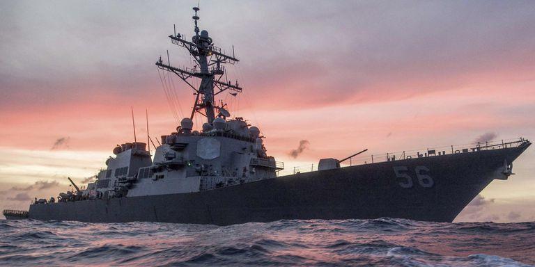 """La """"fatiga"""" de los marineros fue reconocida como una de las causas que llevó a la colisión del buque estadounidense USS John S. McCain con un barco petrolero de bandera liberiana en agosto de 2017"""