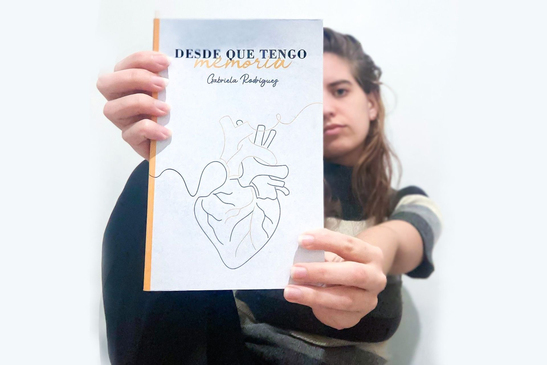 A los 26 escribió un libro contando el después de la muerte de su mamá en el atentado de la AMIA