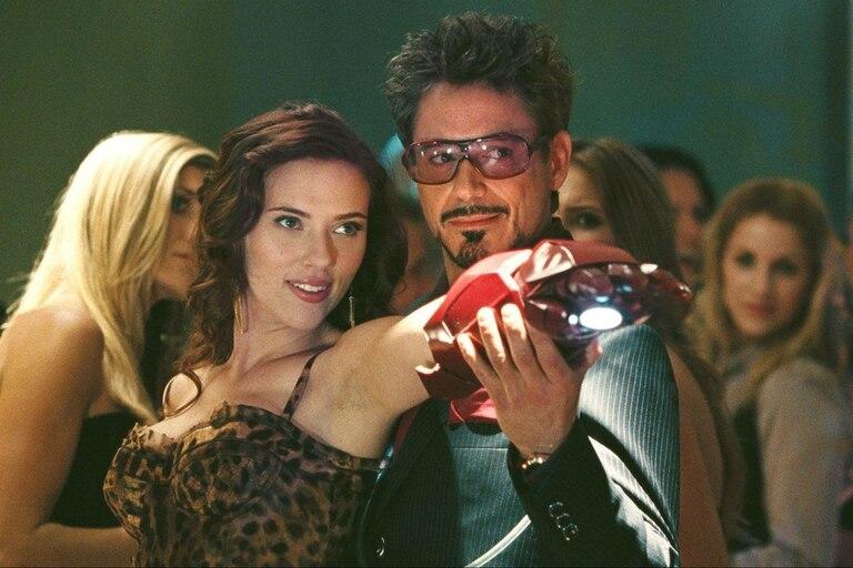 Tony Stark y Natasha se cruzaron por primera vez en Iron 2, en el año 2010