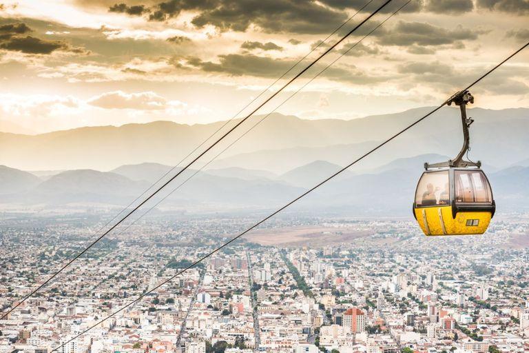 El teleférico del cerro San Bernanrdo, para ver la ciudad en toda su extensión, también retomó sus servicios