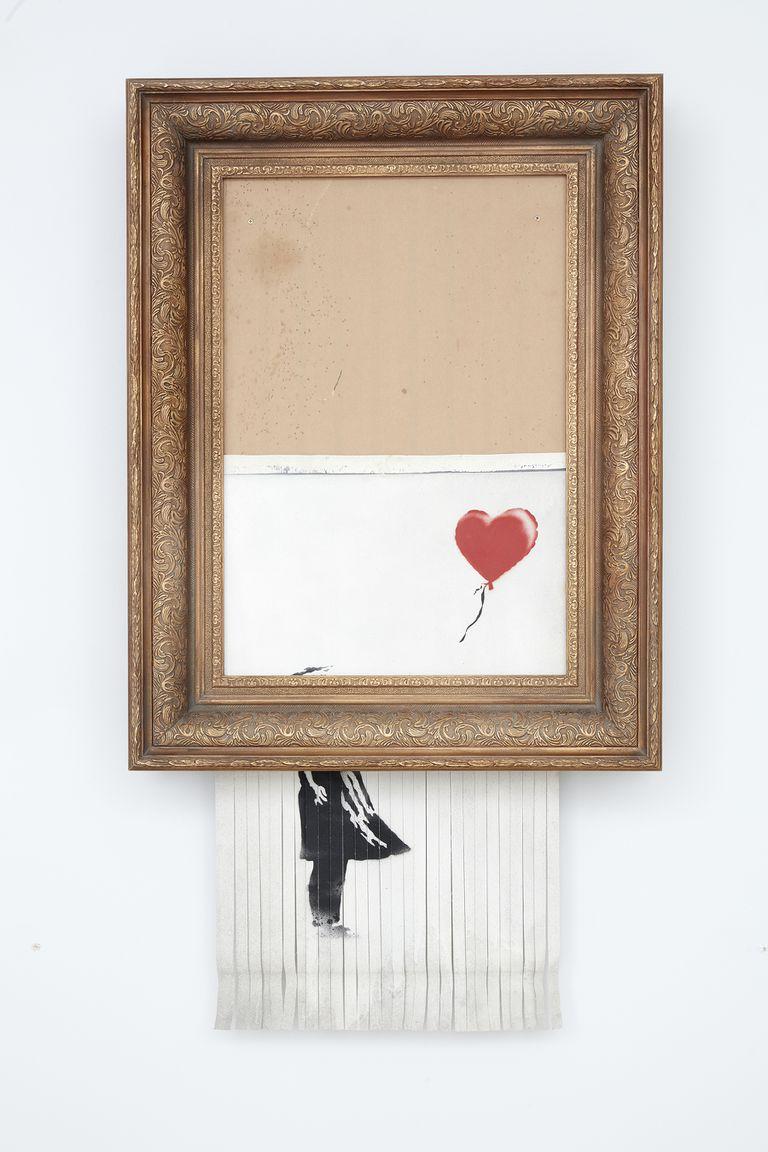 """El amor está en el tacho, la """"obra creada en vivo"""" en plena subasta, se rematará por un valor estimado entre 5,5 y 8,2 millones de dólares"""