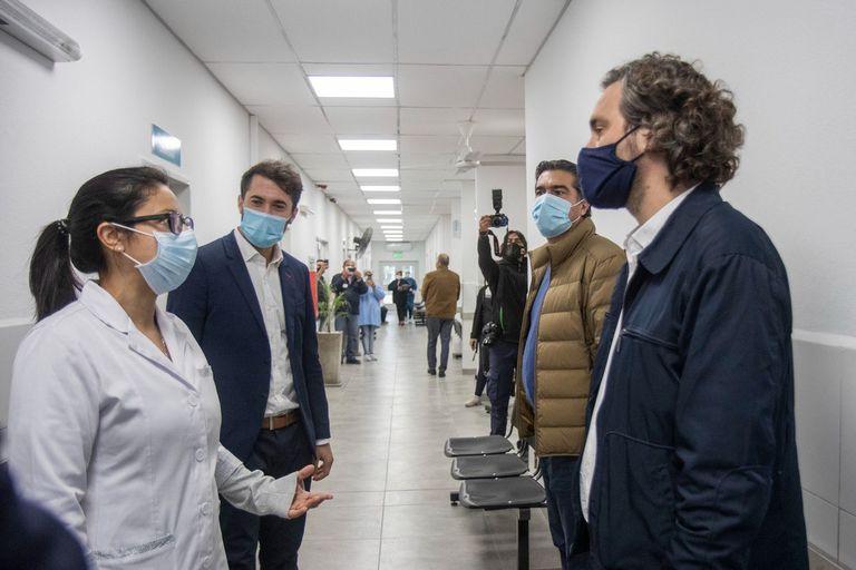 El jefe de Gabinete visitó en Resistencia hospitales y el barrio Toba, uno de los sitios con mayores contagios