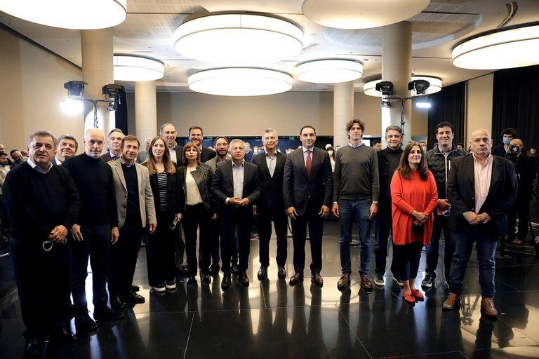 La Mesa Nacional de Juntos por el Cambio con los principales candidatos nacionales surgidos de las PASO