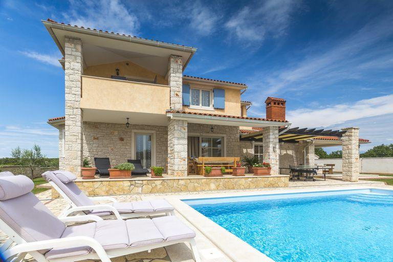 España: las casas de más de medio millón de euros resisten la crisis ¿por qué?