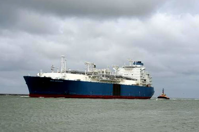 Un buque quedó varado en el Río de la Plata y bloqueó el paso a otros barcos
