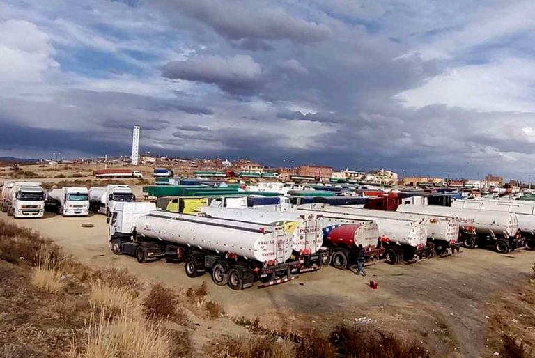 300 camiones están varados hace 8 días por una protesta en Bolivia