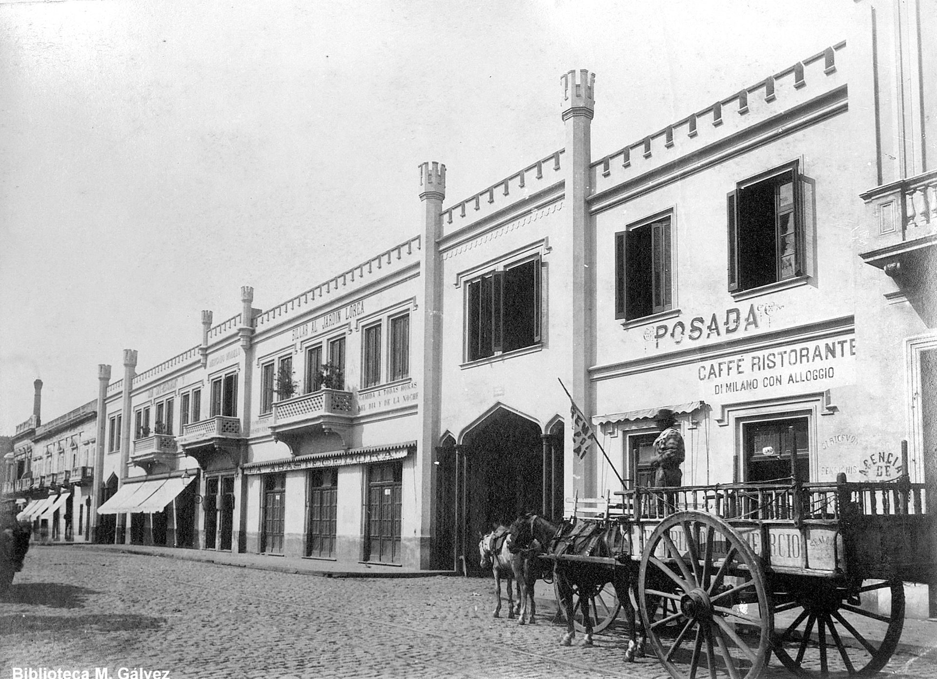 El Mercado Modelo sobre la calle Sáenz Peña expropiado por la Municipalidad para abrir la Avenida.