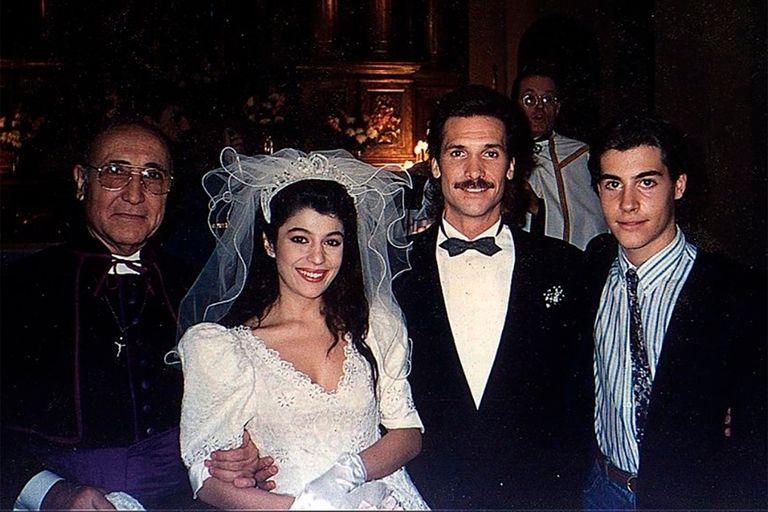 Una voz en el teléfono, uno de los últimos grandes éxitos de Alberto Migré, se comenzó a emitir en 1990 por Canal 9 y llegó a marcar 40 puntos de rating