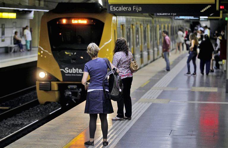Metrovías seguirá a cargo del subte seis meses más