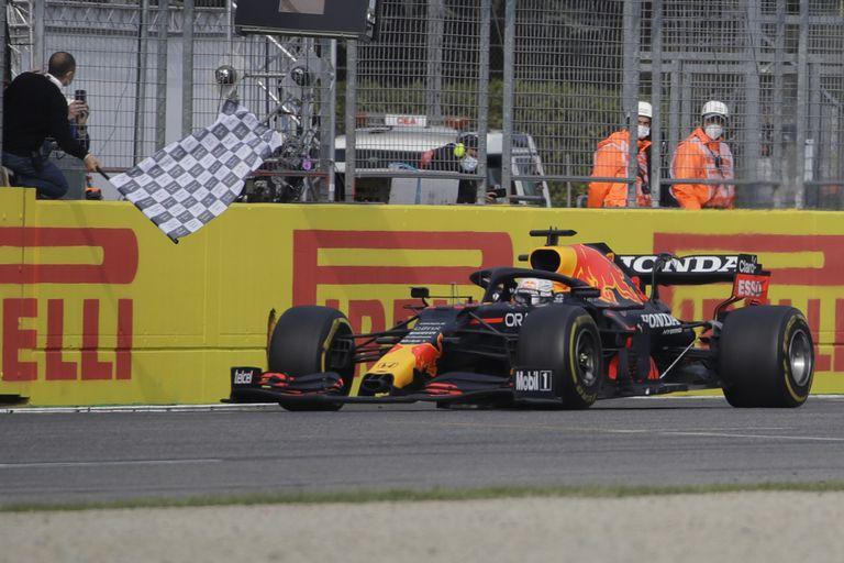 Se termina un accidentado y espectacular Gran Premio de Emilia-Romaña con el triunfo de Max Verstappen; el piloto de Red Bull se confirma como el gran adversario de Lewis Hamilton por la corona de Fórmula 1 de este año.