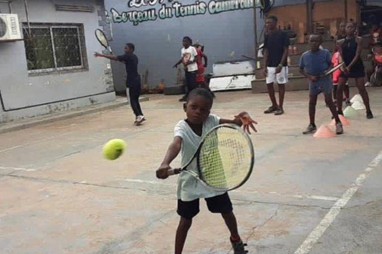 El proyecto de tenis en Camerún; una forma de incentivar el deporte en los chicos en un continente postergado.
