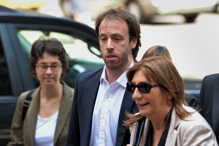 El secretario de Finanzas, Pablo López, y la procuradora del Tesoro, Angelina Abbona, acompañan al ministro Kicillof en las negociaciones