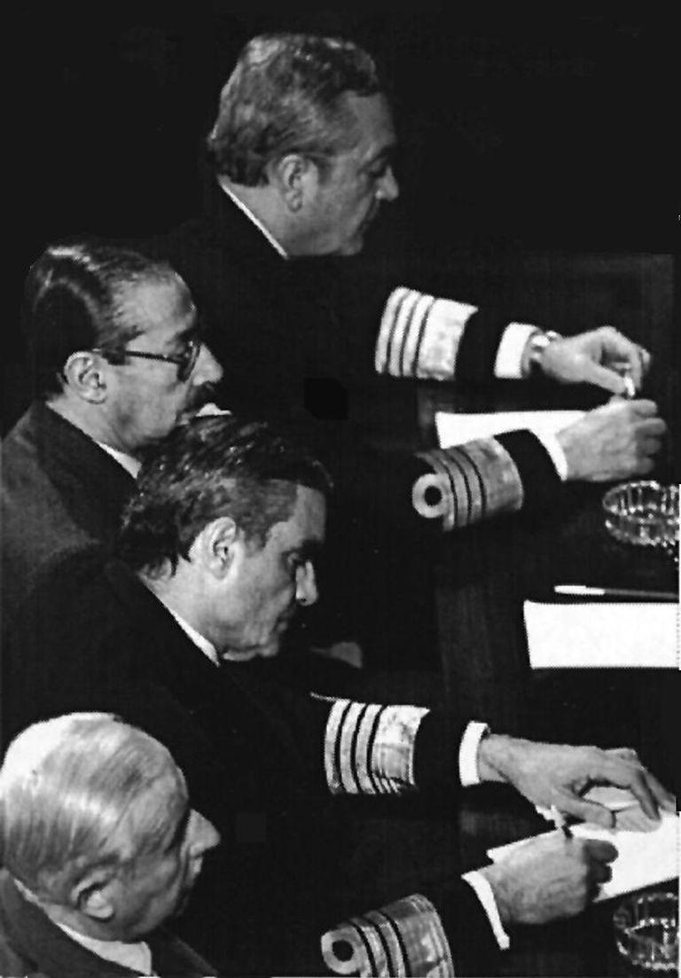 El juicio a las Juntas Militares en 1985, un momento clave en la renaciente democracia