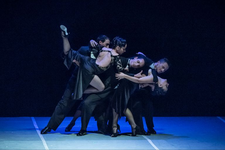Tres parejas de la compañía de tango de Leonardo Cuello