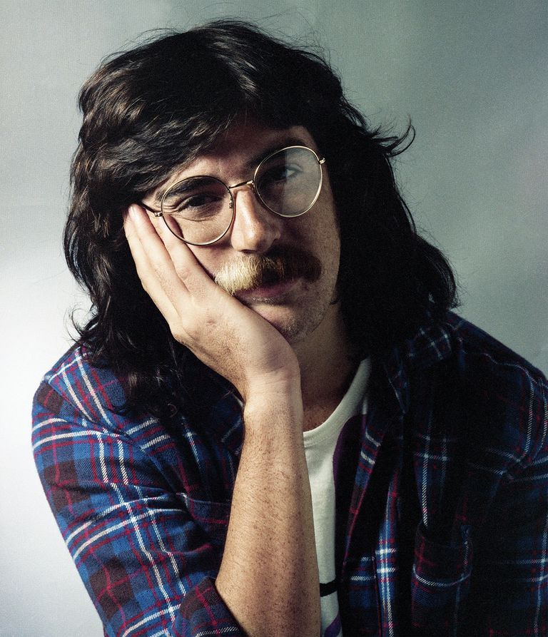 La aparición de Serú Girán marcó un quiebre en el estatus de Charly García como figura pública, volviéndose un personaje algo incómodo para parte de la escena rockera. En la primavera del 79 fue por primera vez al programa de Mirtha Legrand