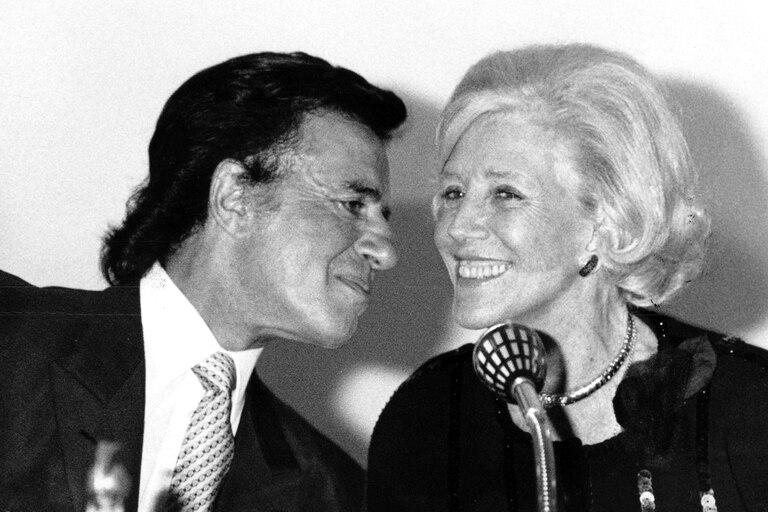 Carlos Menem junto a la empresaria Amalia Lacroze de Fortabat, en septiembre de 1992