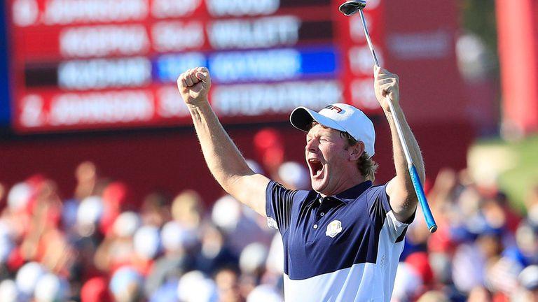 Brandt Snedeker, del equipo norteamericano, festeja el triunfo de su país en la Ryder Cup
