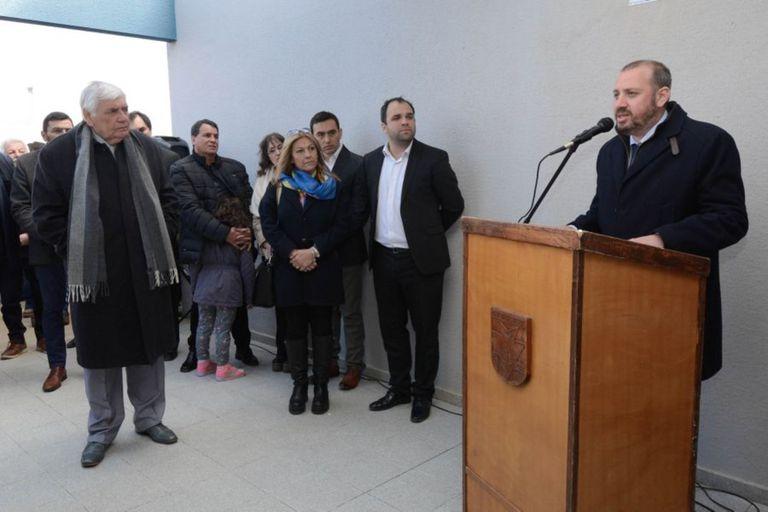 El intendente Federico Bodlovic quedó en el centro de la polémica tras recibir la vacuna rusa junto a su mujer, la jueza de Paz Bernardita Manucci, y otros funcionarios municipales