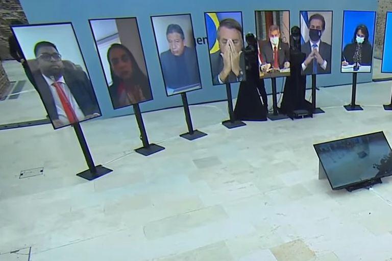 El presidente de Brasil, que hoy asume la presidencia pro-tempore del bloque, se mostró algo inquieto durante la videoconferencia de hoy, encabezada por su par argentino